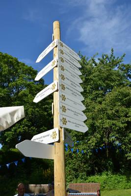 Schilderbaum im KWA Parkstift St. Ulrich in Bad Krozingen