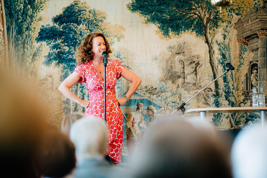 Sängerin Julia von Miller im Caroline Oetker Stift in Bielefeld beim Hausjubiläum 2015