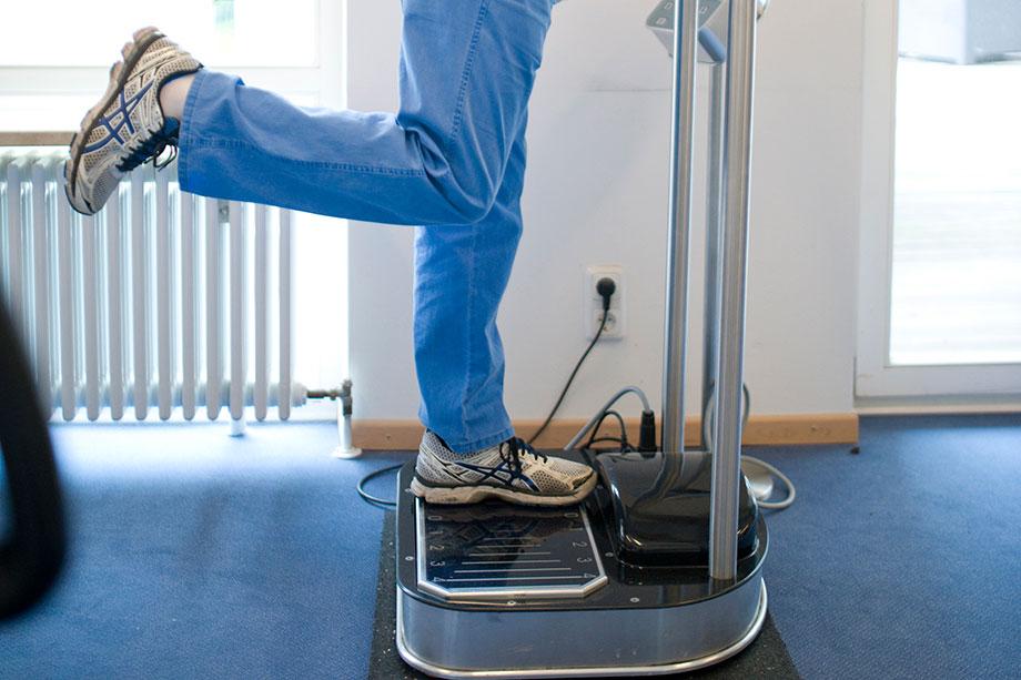 Training am Fitnessgerät im Aktivtreff des KWA Georg-Brauchle-Hauses in München
