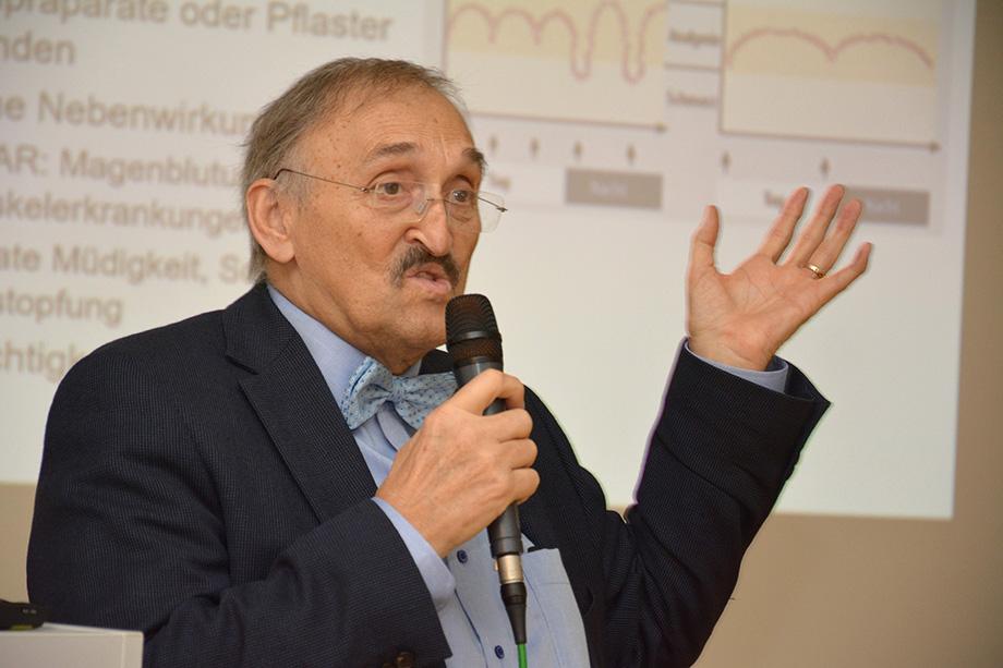 Dr. med. Christoph Garner, Chefarzt a. D. der KWA Klinik Stift Rottal, hier bei einem Vortrag im KWA Parkstift Hahnhof in Baden-Baden