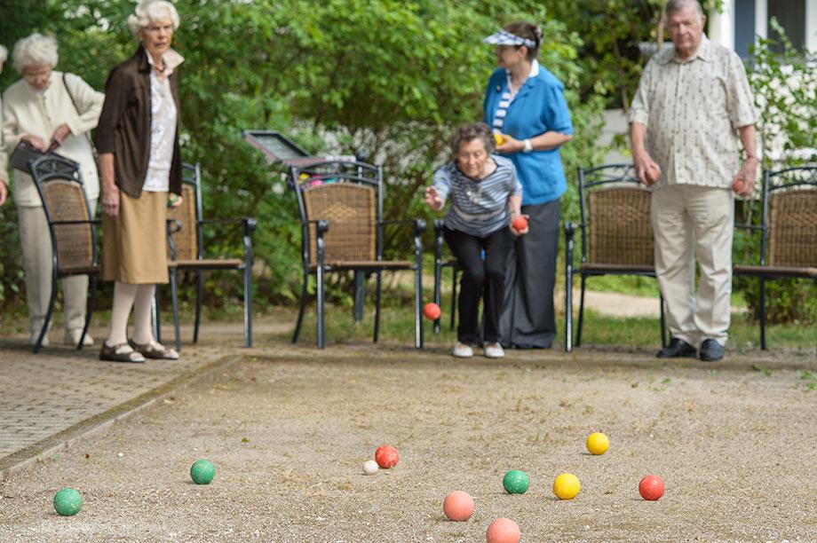 Boule im Garten des KWA Hanns-Seidel-Hauses
