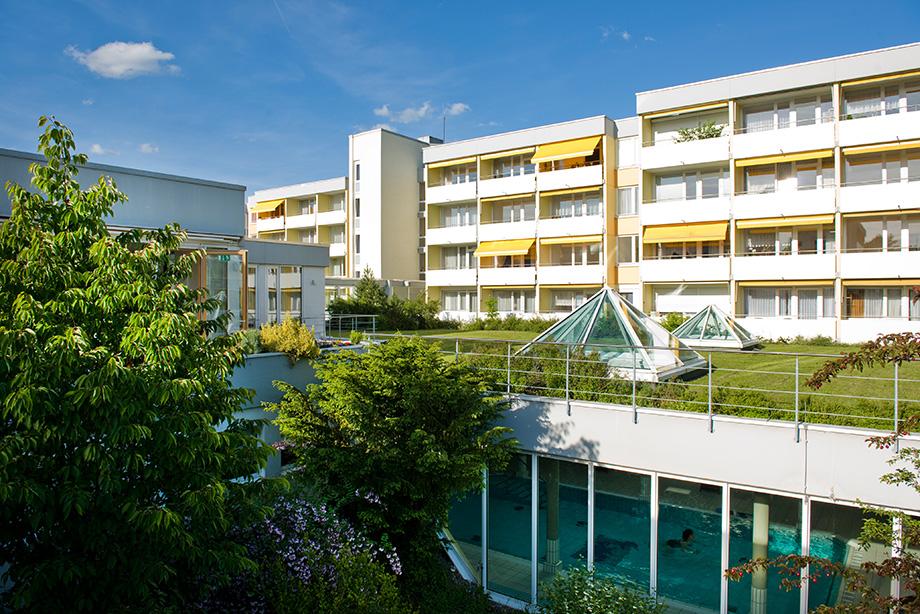 Schwimmbad im KWA Kurstift Bad Dürrheim: von der Sonne geküsst