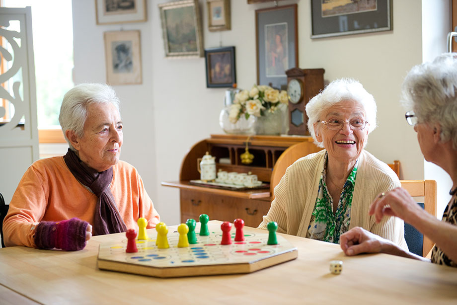 Brettspiel: ein beliebter Zeitvertreib im KWA Pflegestift