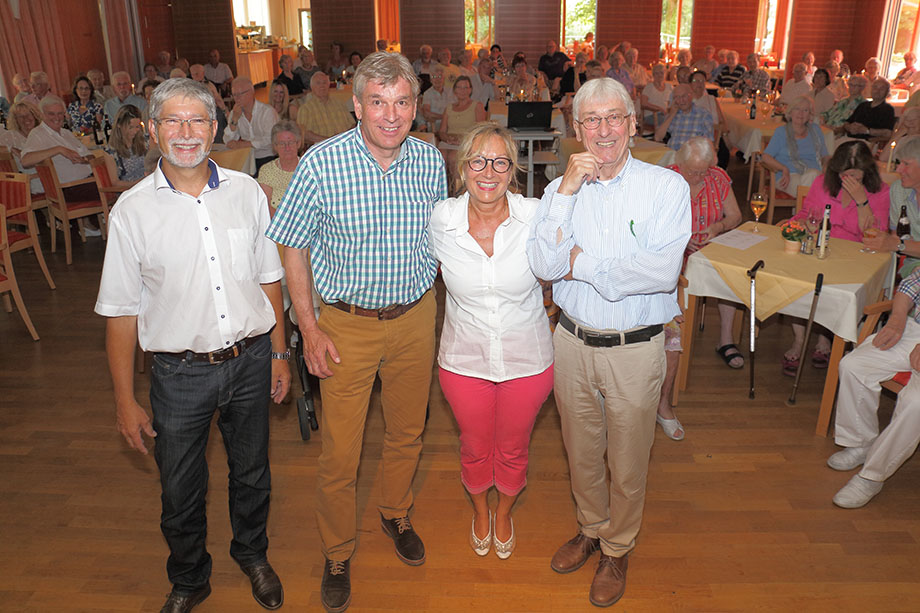 Von links: Stiftsdirektor Herbert Schlecht, Talkgast Bruno Vattioni, Kundenbetreuerin Marina Gernard, Talkmoderator Stephan Schmutz