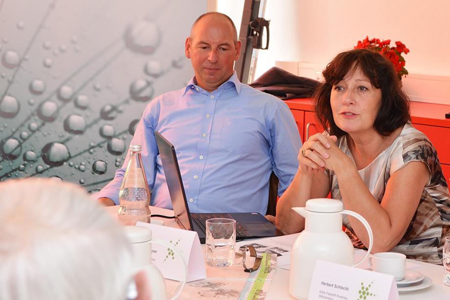 Thomas Schurr (Geschäftsführer der KWA Betriebs- und Servicegesellschaft) und Prof. Dr. Martina Wegner (Projektleiterin KWA Zukunftspioniere)