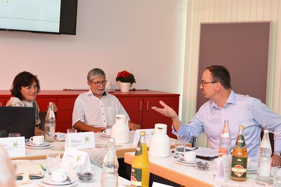 Prof. Dr. Martina Wegner, KWA Stiftsdirektor Herbert Schlecht und Oberbürgermeister Ulrich Burchardt