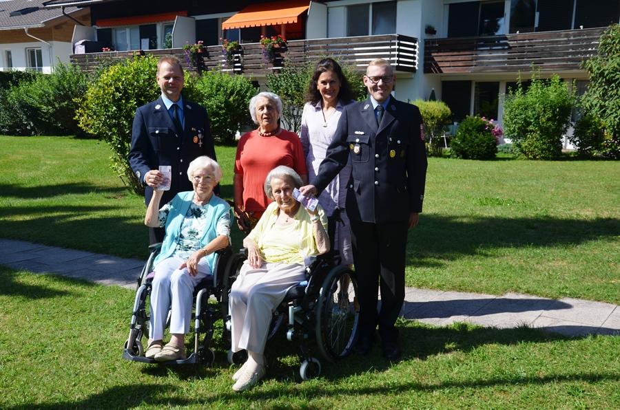 Bewohner des KWA Stifts Rupertiofs spenden 1000 Euro an die Freiwillige Feuerwehr Rottach-Egern