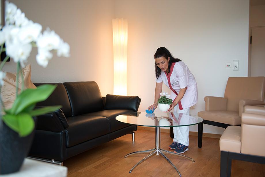 Hauswirtschaft im KWA Parkstift St. Ulrich - Wohungsreinigung