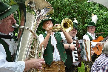 """Die """"Münchner Spitzbuam"""" musizierten zum Start in die Festwoche im Georg-Brauchle-Haus anlässlich des Jubiläums 50 Jahre KWA"""