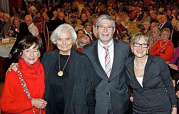 von links: Moderatorin Monique Würtz, Talkgast Ruth Maria Kubitschek, Stiftsdirektor Herbert Schlecht, Kundenbetreuerin Marina Gernard