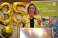Die Bayerische Sozialministerin Kerstin Schreyer bei ihrer Festrede zum Jubiläum im KWA Stift am Parksee in Unterhaching
