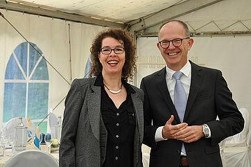 Stiftsmitarbeiterin Martina Lenz und KWA Vorstand Dr. Stefan Arend