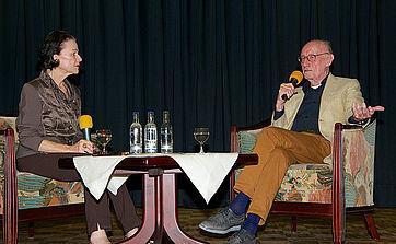 Moderatorin Monique Würtz im Gespräch mit Talk-Gast Edzard Reuter, im KWA Parkstift Rosenau in Konstanz