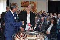 Schlüsselübergabe im KWA Albstift Aalen: von Manfred Zwick zu Andrea Wurm.