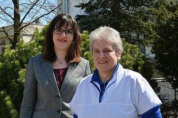 von links: Andrea Haas, Leiterin Betreutes Wohnen zu Hause, und Beatrice Sichau, Leiterin des ambulanten KWA Pflegedienstes im KWA Hanns-Seidel-Haus in Ottobrunn