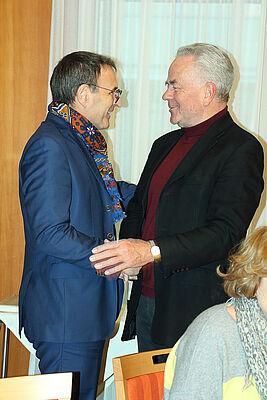 Zwei, die sich kennen und gegenseitig schätzen: Talk-Gast Andreas Renner (links) und Stiftsbewohner Ralf-Joachim Fischer