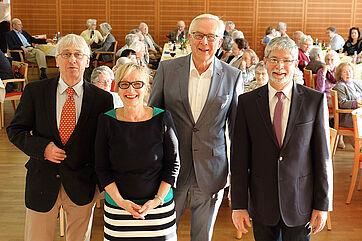 Talk im KWA Parkstift Rosenau in Konstanz; von links: Stephan Schmutz (Moderator), Marina Gernard (Talk-Organisatorin), Dr. Rüdiger Schulz (Talk-Gast), Herbert Schlecht (Stiftsdirektor)