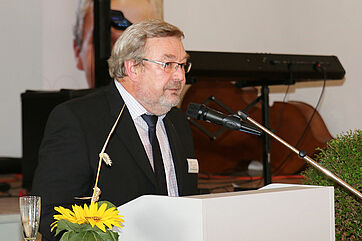 Karl-Heinz Edelmann, Leiter des KWA Bildungszentrums in Pfarrkirchen, bei der Abschlussfeier
