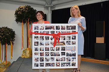 Pflegedienstleiterin Birgit Northoff (li.) moderierte die Feier, wurde dabei von Kundenbetreuerin Gabriele Hannemann unterstützt.