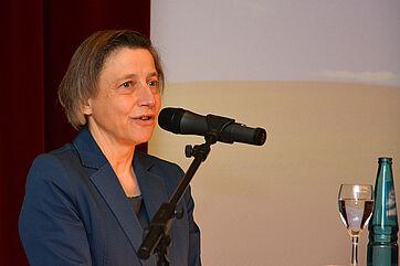 Ministerialdirektorin Ruth Nowak vom Bayerischen Staatsministerium für Gesundheit und Pflege bei ihrem Grußwort