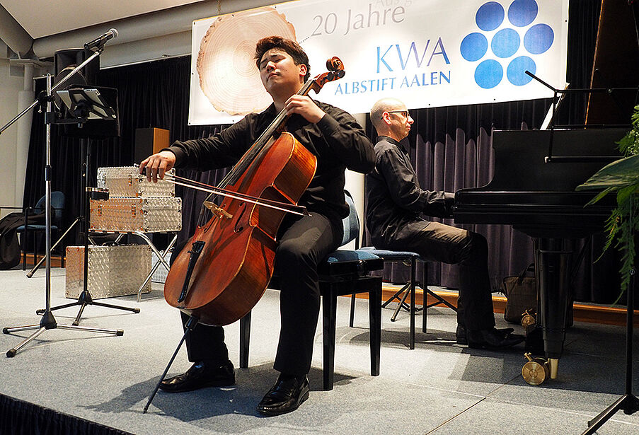 Daeyoun Kim am Cello und Georgi Mundrov am Klavier