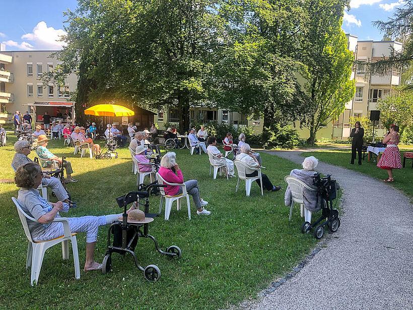 Vor kurzem gab es ein in unserem KWA Hanns-Seidel-Haus ein Sommerfest für unsere Bewohner.