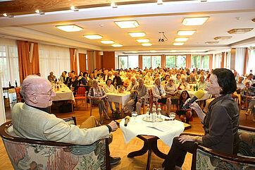 Auch beim 20. Talk in der Rosenau war der Saal bestens gefüllt: mit rund 150 Gästen!