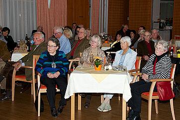 Bewohner bzw. Besucher des KWA Parkstifts Rosenau in Konstanz