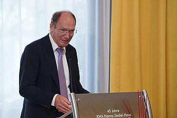 KWA Vorstand Horst Schmieder spricht die Grußworte des Konzerns