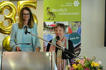Stiftsdirektorin Alexandra Kurka-Wöbking (links) und ihre Mitarbeiterin Gundi Edhofer-Simon