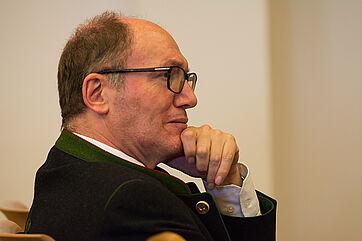 KWA Vorstand Horst Schmieder verantwortet bei KWA die Finanzen. Doch nicht nur er lauschte aufmerksam den Ausführungen des Finanzexperten, den KWA zum Symposium gebeten hatte.