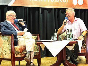 Wie funktioniert eigentlich Bauchreden? Moderator Stephan Schmutz im Gespräch mit Kliby.