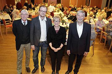 Von links: Moderator Stephan Schmutz, Talk-Gast Prof. Dr. Thomas Hinz, Talk-Organisatorin Marina Gernard, Stiftsdirektor Herbert Schlecht
