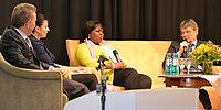Gesprächsrunde beim 14. KWA Symposium - hier im Gespräch: Solange Kamdem und Prof. Dr. Thomas Klie