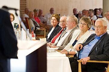 Unter den Ehrengästen der Feier: Dr. Getraud Burkert (2. v. r.), Hermann Beckmann (3. v. r.), Dr. Erhard Gröpl (4. v. r.) --- Hinweis: mit einem Klick lassen sich alle Bilder dieser Spalte vergrößern