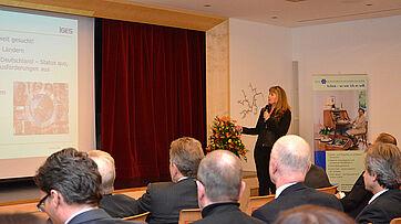 Politikwissenschaftlerin Dr. Grit Braeseke referierte über Pflege weltweit - und was Deutschland davon lernen kann