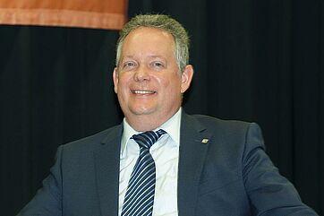 Der Kreuzlinger Stadtpräsident Thomas Niederberger auf der Bühne im KWA Parkstift Rosenau.