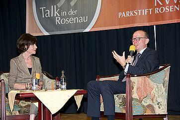 Moderatorin Monique Würtz mit ihrem 30. Talk-Gast im KWA Parkstift Rosenau in Konstanz: KWA Vorstand Dr. Stefan Arend