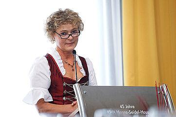 Stiftsdirektorin Ursula Cieslar bei ihrer Ansprache zur Feier anlässlich des Hausjubiläums