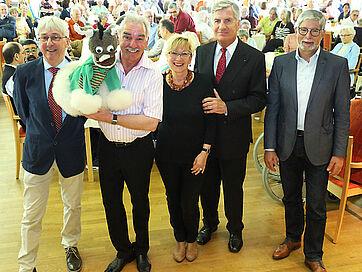 Stephan Schmutz (Moderator), Caroline und Kliby, Marina Gernard (Kundenbetreuerin), Wolf-Dieter Krause (KWA-Aufsichtsrat), Herbert Schlecht (Stiftsdirektor) (von links)