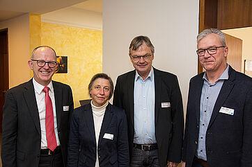 Für alle vier ist Pflege ein großes Thema. Von links: Dr. Stefan Arend (KWA Vorstand), Ministerialdirigentin Ruth Nowak (Amtsleiterin Bayer. Staatsministerium für Gesundheit und Pflege), Prof. Dr. Thomas Klie (Sozialexperte) und Gast Georg Sigl-Lehner (Präsident der Vereinigung der Pflegenden in Bayern) --- Fotos: KWA / Jörg Peter Urbach.