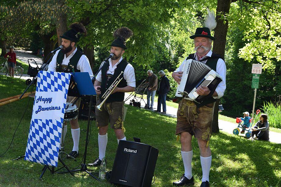"""Im KWA Stift am Parksee begeisterten vor kurzem die """"Happy Bavarians""""."""