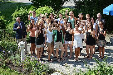 Klasse F1 der KWA Fachakademie für Sozialpädagogik bei der Ehrung in der KWA Hauptverwaltung in Unterhaching
