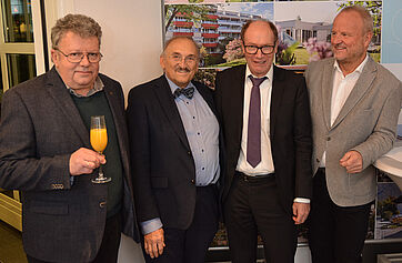 V. l. Dr. Radu Crisan (Chefarzt KWA Klinik Stift Rottal), Dr. Christoph Garner (ehem. Chefarzt), Horst Schmieder (KWA Vorstand) und Gast