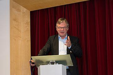 Prof. Dr. Thomas Klie (Ev. Hochschule Freiburg) beschrieb notwendige Reformbausteine: Es geht nicht nur um eine Finanzierungsreform, sondern auch um eine Strukturreform.