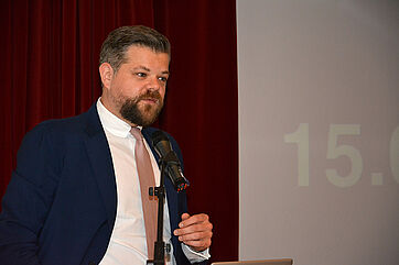 Dr. Alexander Kostrzewski, Geschäftsführer von pflegeo Hauspflege, München, referierte über die Vermittlung von Pflegekräften aus Mittel- und Osteuropa