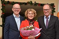 Jubilarin Ursula Cieslar wurde für 30 Jahre Dienst bei KWA geehrt von den beiden Vorständen Dr. Stefan Arend (links) und Horst Schmiede