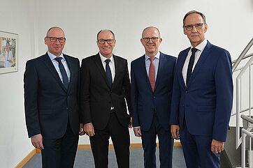 KWA Geschäftsleitung ab 1. Januar 2019 zu viert; von links: Thomas Schurr (GF der KWA Betriebs- und Service GmbH), Horst Schmieder (Vorstand), Dr. Stefan Arend (Vorstand), Manfred Zwick (ab 1.1.2019 Prokurist) – Foto: Jörg Urbach (KWA)