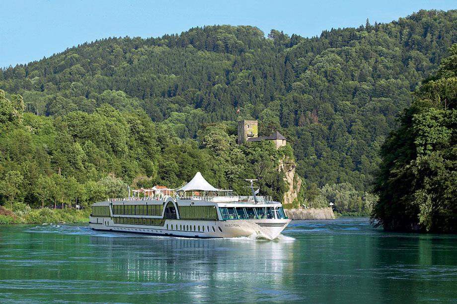 KWA Reisen - Flusskreuzfahrt 2015: mit der MS Amadeus Royal auf der Donau von Passau nach Wien, Bratislava, Budapest, Esztergom und zurück (Foto: Lüftner Cruises)