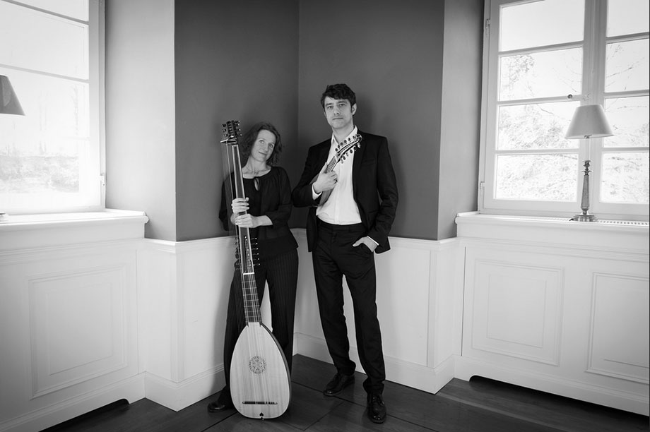 Birgit Schwab an der Laute und Daniel Ahlert an der Mandoline präsentieren im KWA Parkstift Aeskulap Musik von einstigen deutschen Adelshöfen